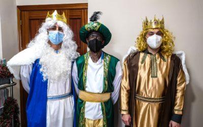 Cómo todos los años, los mayores celebraron los Reyes Magos